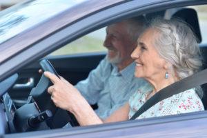 Worauf bei einer Kfz Versicherung für ältere Fahrer achten? Jetzt hier mehr zur Autoversicherung für Rentner erfahren.